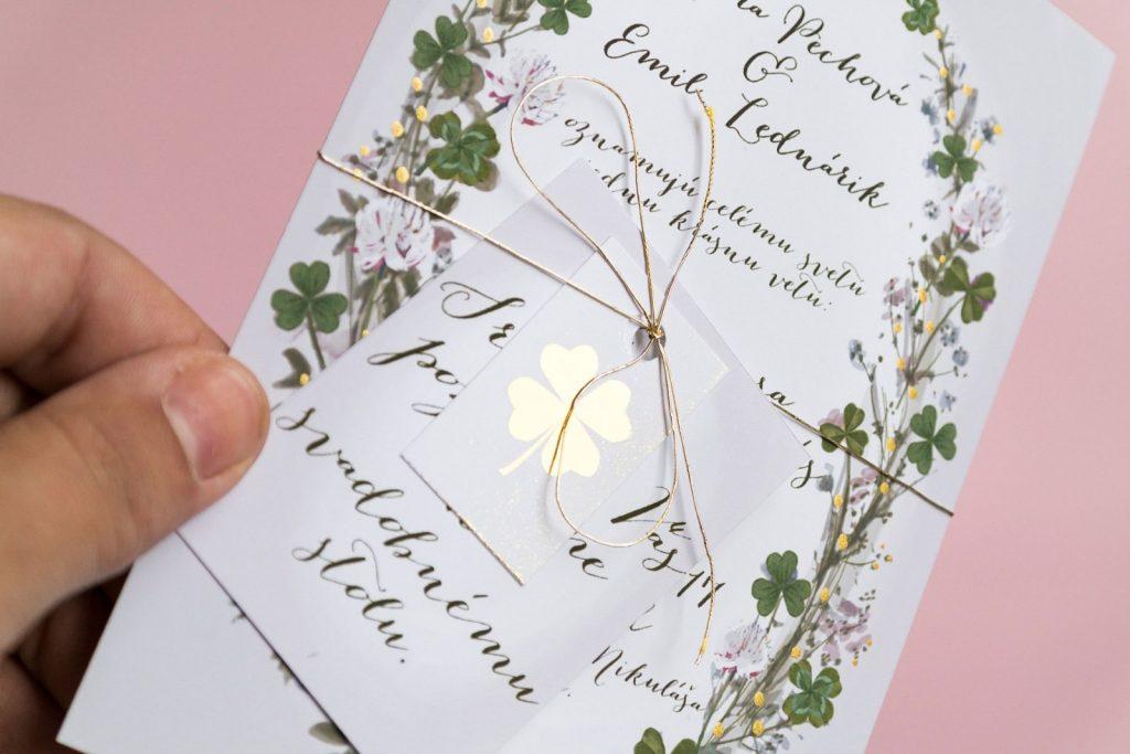 svadobné oznámenie s motívom štvorlístok detail