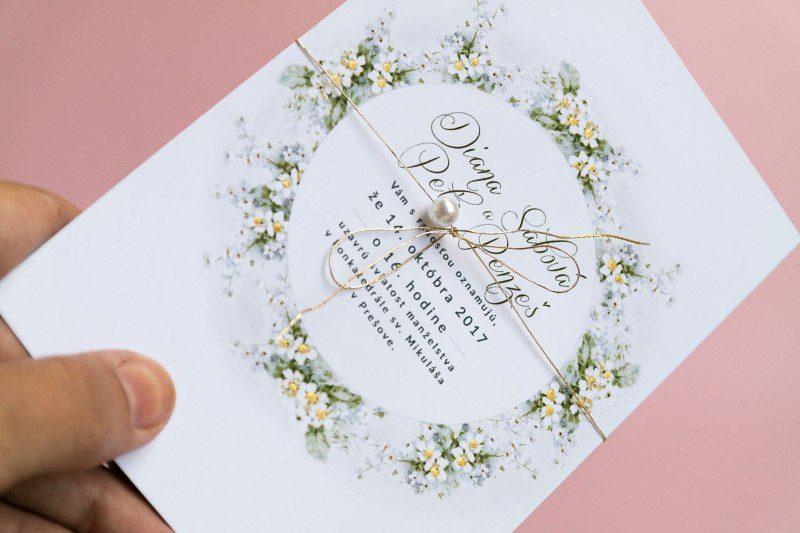 svadobné oznámenie nezábudky zlátené s perličkou detail
