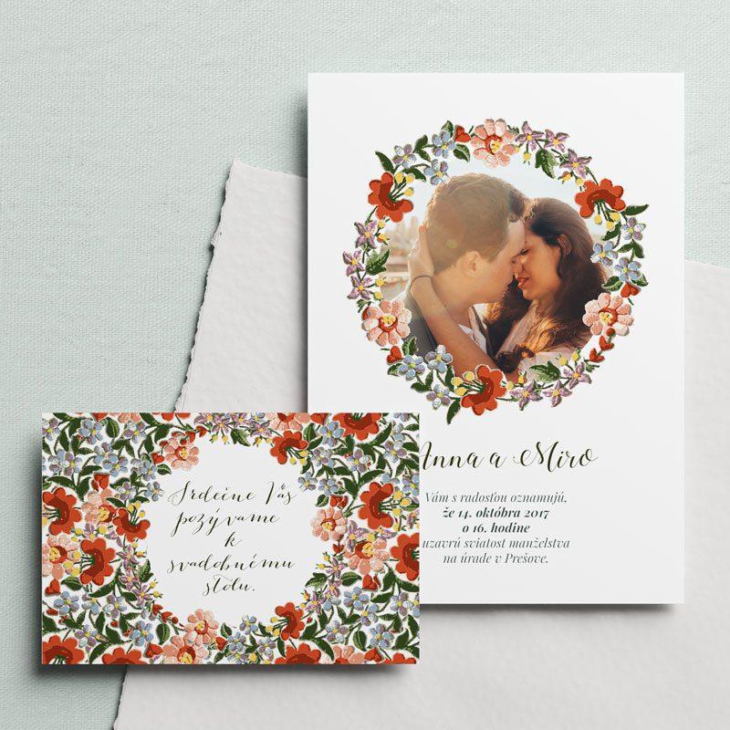 svadobné oznámenie a pozvanie s fotkou a folklórnym venčekom