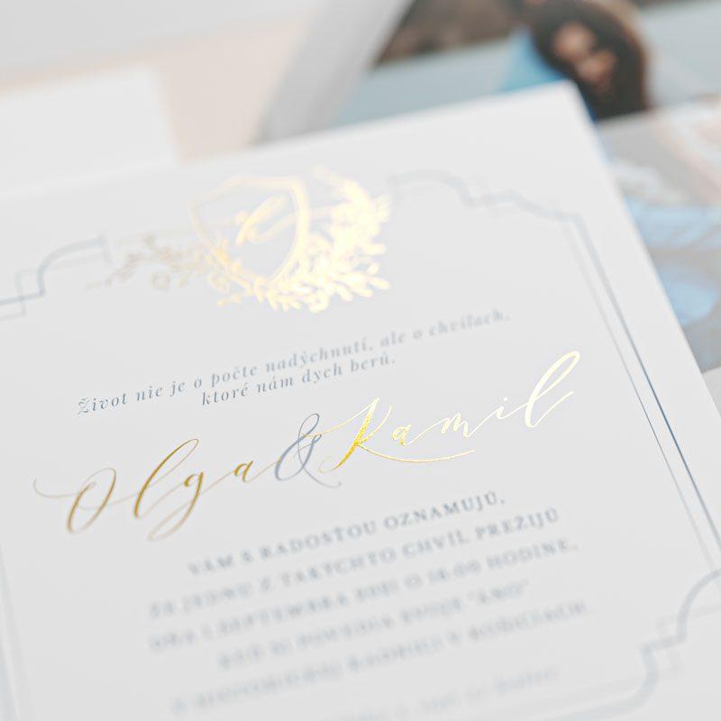 svadobné oznámenie a pozvanie s fotkou s modrím rámikom šikmo