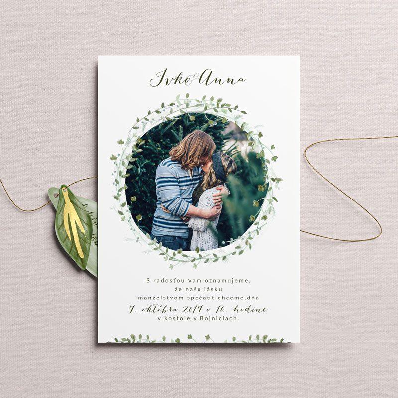 svadobné oznámenie fotka s venčekom lístkov
