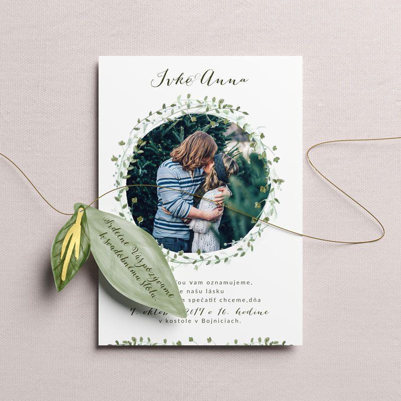 svadobné oznámenie s fotkou a venčekom s lístkov