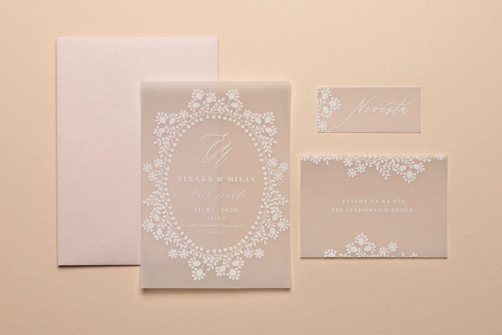 Svadobné oznámenie, pozvanie k stolu a menovka na transparentnom papieri tlač bielou farbou