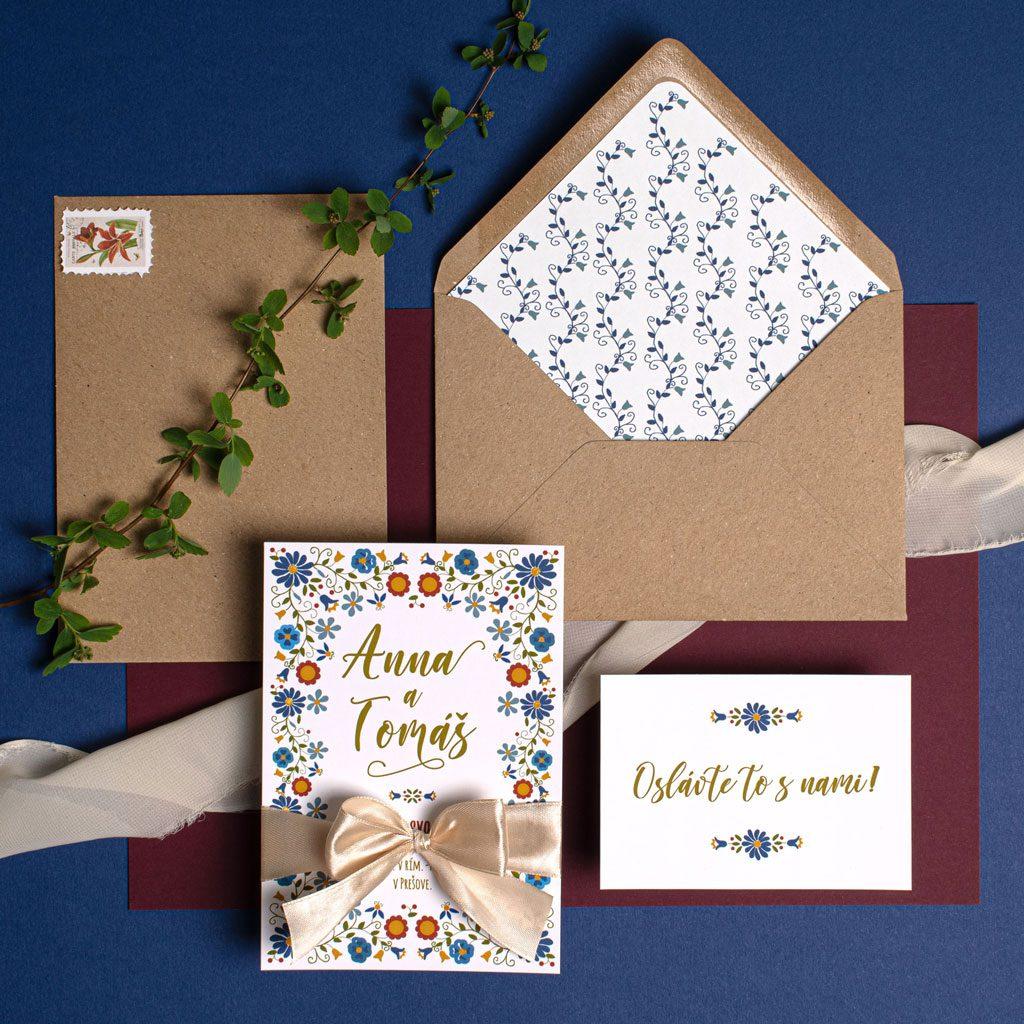ľudové svadobné oznámenie s pozvánkou k stolu a recyklovanou obálkou