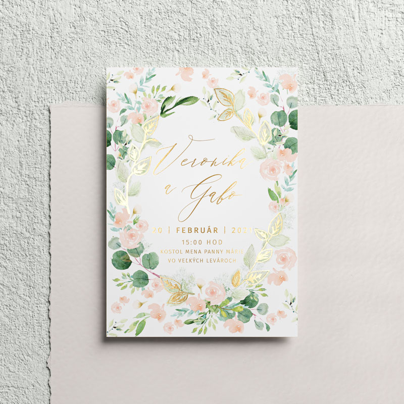 svadobné oznámenie s motívom divých ruží a zlatým textom