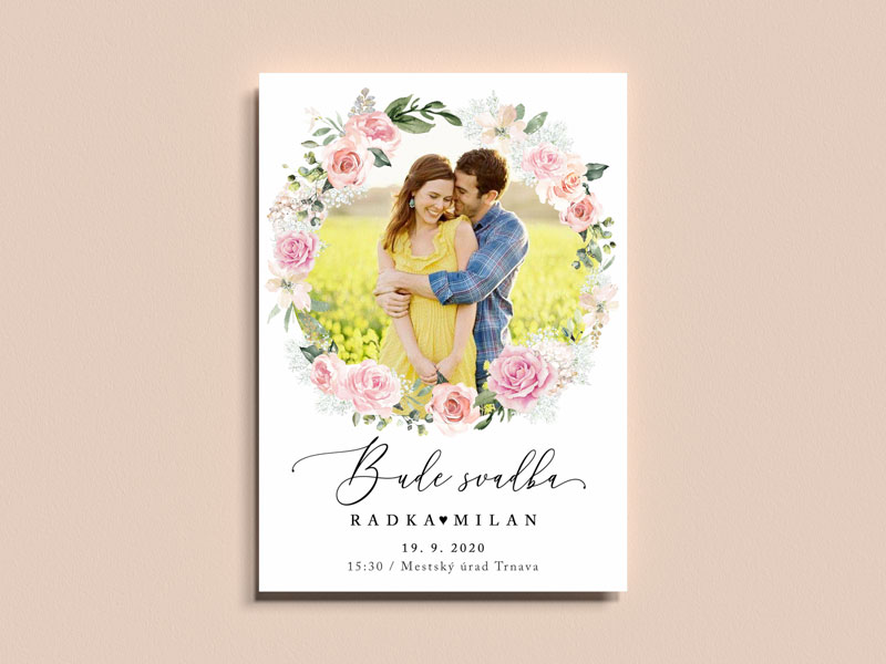 svadobné oznámenie s fotografiou s malovaným venčekom