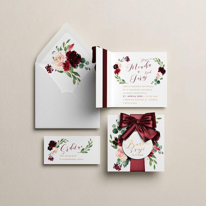 svadobné oznámenie pozvanie a obálka marsala otváracie